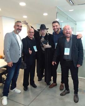 Nosferatu entre o diretor de cinema de Malta, Mark Doneo, Sean Aquilina com o israelense Alon Newman.